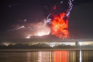 calbuco-eruption-night